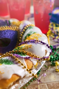 Mardi Gras: King Cake With Hurricane Drinks Behind